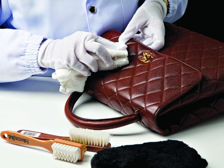 Quy trình vệ sinh phục hồi túi xách da